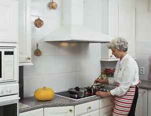 The Benefits Of Hiring A Homecare Aide